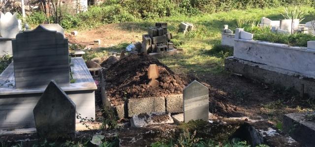 Komşusu için mezar kazırken kalp krizi geçiren kişinin ölümü
