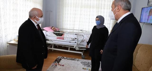 Ordu'da hayatını kızı, SSPE hastası yatalak eşi ile otizmli yeğenine adayan kadın yılın kadını seçildi