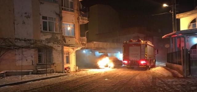 Ordu'da park halindeki otomobil yandı