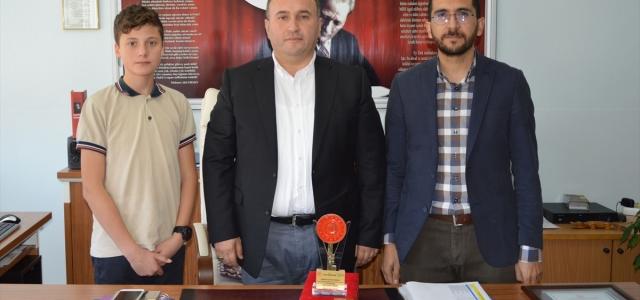 """Ortaokul öğrencisinin tasarladığı """"sanal gerçeklik gözlüğü"""" Türkiye birincisi oldu"""