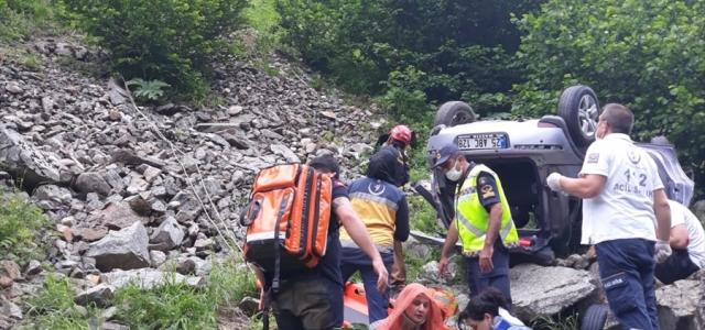 Rize'de otomobil uçuruma yuvarlandı: 1 ölü, 3 yaralı