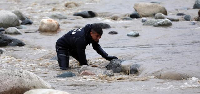 Rize'de sele kapılan kişiyi arama çalışmaları sürüyor