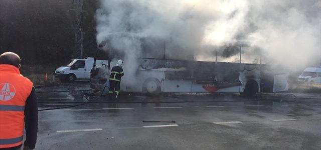 Rize'de seyir halindeki yolcu otobüsü yandı