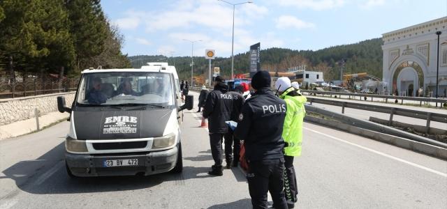 Samsun-Ankara kara yolunun Çorum geçişinde uzun araç kuyruğu oluştu