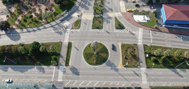 Samsun Emniyeti kısıtlamada boş kalan cadde ve sokakları drone ile görüntüledi