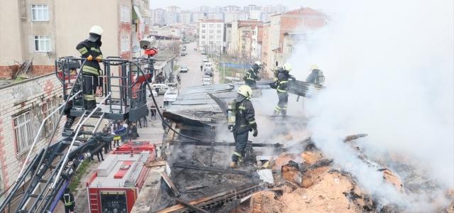 Samsun'da evin çatısında çıkan yangın söndürüldü