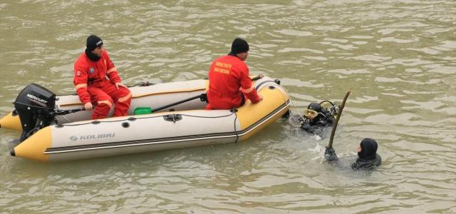 Samsun'da ırmakta kaybolan kişiyi arama çalışmaları sürüyor