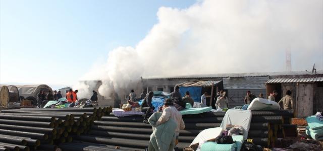 Suluova TOKİ inşaat alanında çıkan yangın hasara neden oldu