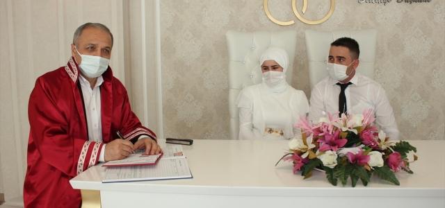 Suluova'da yılın ilk nikahını Başkan Üçok kıydı