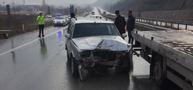 Sürücü adayının kullandığı otomobile çarptı: 2 yaralı