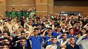 650 öğrenci asker selamı verdi