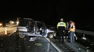 Anadolu Otoyolu'nda bariyere çarpan araçtaki 3 kişi yara almadan kurtuldu