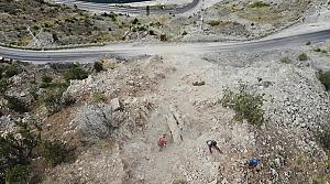 Artvin-Erzurum kara yolunda tehlike arz eden kayalar temizleniyor