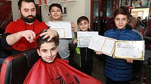 Artvin'de başarı belgesi getiren öğrencilere ücretsiz saç kesimi