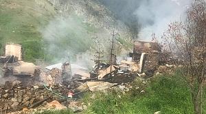 Artvin'de çıkan yangında bazı binalar kullanılamaz hale geldi