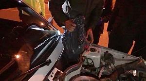 Avladıkları karacanın etini aracın motor bölümüne gizlemişler