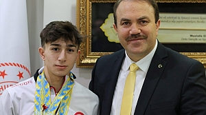 Avrupa şampiyonu halterci Yusuf Fehmi Genç, Naim Süleymanoğlu'nu örnek alıyor