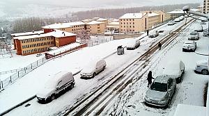 Bayburt'ta kar yağışı yaşamı olumsuz etkiliyor
