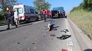 Bolu'da hafif ticari araç tıra çarptı: 3 yaralı