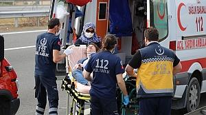 Bolu'da tıra çarpan hafif ticari araç devrildi: 2 yaralı
