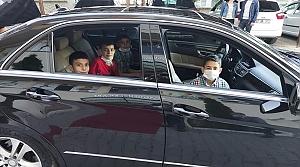 Çocuklar Kastamonu Valisinin makam aracıyla şehir turu attı