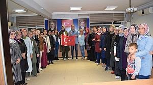 Dünya ikincisi boksör, AK Parti İl Kadın Kolları'nı ziyaret etti