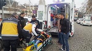 Düzce'de geri manevra yapan otomobilin çarptığı kadın yaralandı