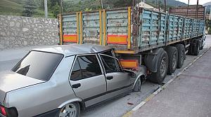 """Düzce'de polisin """"dur"""" ihtarına uymayıp kaçan sürücü kaza yaparak yaralandı"""