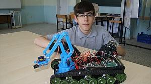 El hareketiyle kontrol edilebilen bomba imha robotu