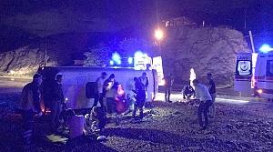 Gümüşhane'de işçileri taşıyan midibüs devrildi: 8 yaralı