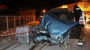 Havza'da aydınlatma direğine çarpan otomobilin sürücüsü yaralandı