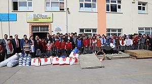 Kabataş'taki öğrencilere spor malzemesi desteği