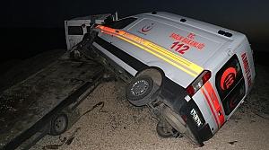 Karabük'te ambulans taşıyan çekici kaza yaptı: 1 yaralı