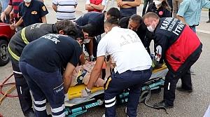 Karabük'te otomobil aydınlatma direğine çarptı: 3 yaralı