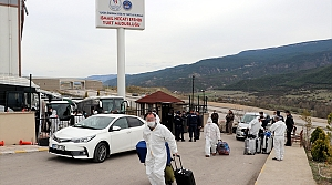 Karabük'te yurtlara yerleştirilen yabancılar ülkelerine gönderilmek üzere yola çıktı
