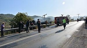 Kastamonu'da devrildikten sonra alev alan kamyonda sıkışan kişiyi itfaiye kurtardı