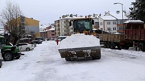Kastamonu'da toplanan karlardan 4 metre yüksekliğinde tepe oluştu