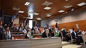 Liseli öğrenciler Atakum'da dünya sorunlarını tartıştı