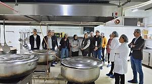 Öğrenciler DÜ mutfağını gezdi