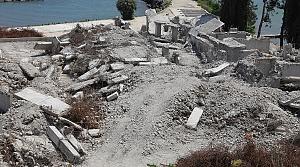 Ordu'da deniz kenarında kaçak yapılan yüksek binalar tamamen yıkıldı