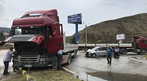 Otomobil ile tır çarpıştı: 8 yaralı