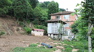 Rize'deki şiddetli yağışın ardından hasar tespit ve temizleme çalışmaları sürüyor
