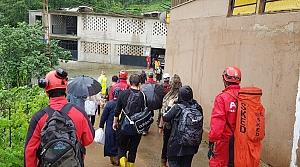 Rize'deki şiddetli yağışın ardından hasar tespit, yol açma ve tahliye çalışmaları devam ediyor