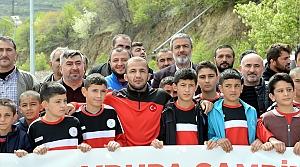 Şampiyon Mustafa Kaya memleketinde coşku ile karşılandı
