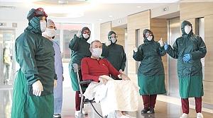 Samsun'da koronavirüs tedavisi biten hasta alkışlarla taburcu edildi