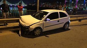 Samsun'da otomobil bariyerlere çarptı: 2 yaralı