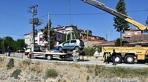 Sinop'ta otomobil kanala devrildi: 2 yaralı