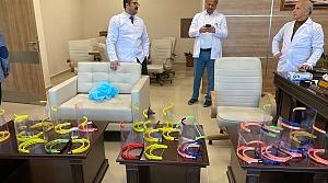 Tokat'ta öğretmen-esnaf iş birliğiyle sağlıkçılar için siperlik üretiliyor