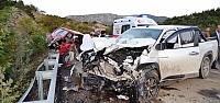 Sinop'ta otomobille kamyonet çarpıştı:...
