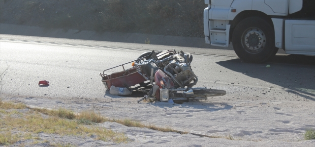 Tırın çarptığı motosiklet sürücüsü hayatını kaybetti